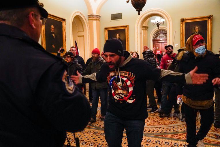 Demonstranten in de hal van het Capitool. Beeld AP