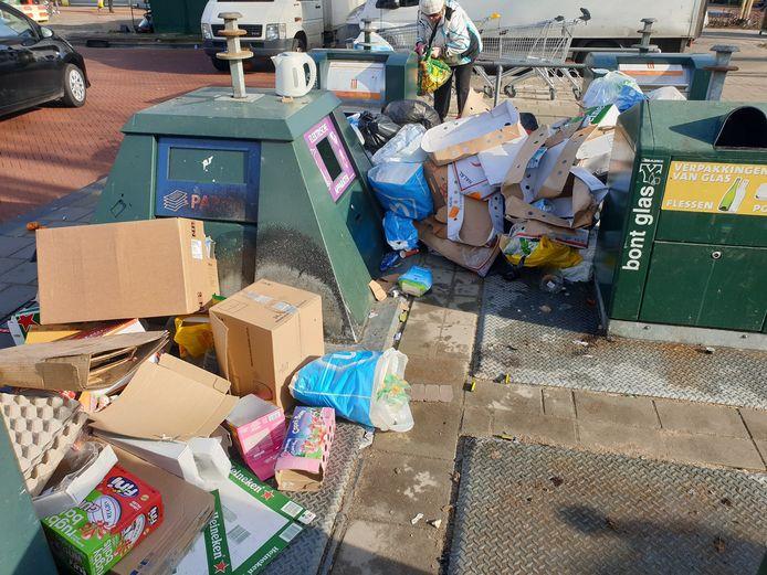Veel straten in Den Haag liggen elke dag bezaaid met afval. Hart voor Den Haag wil dat bijstandsgerechtigden worden ingezet om de troep op te ruimen.