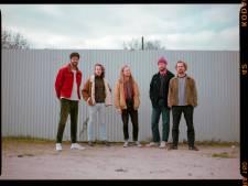 Fan van sixtiessound: niks om je voor te schamen vinden muzikanten van Tilburgse band The Small Breed