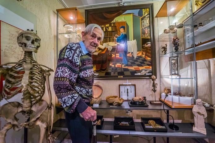 Oprichter van het museum Bob Griffioen geniet op 90-jarige leeftijd nog steeds van zijn museum.