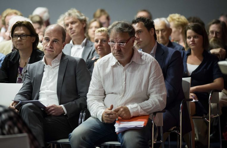 Verstopt achter Hans Spekman: loyaal Kamerlid Martijn van Dam. Beeld anp