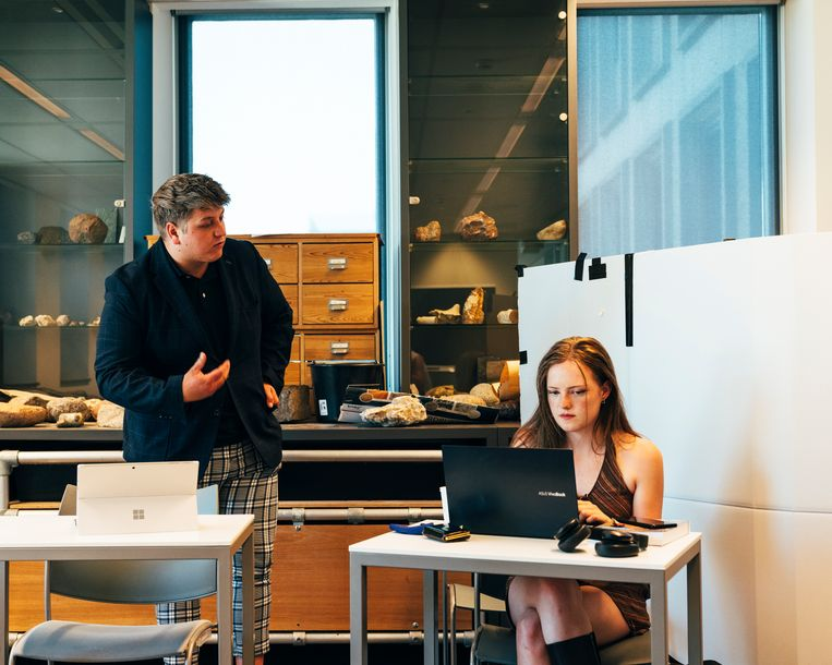 Quinten en  Lieve volgen de opleiding tot leraar maatschappijleer aan de Hogeschool van Amsterdam. Beeld Rebecca Fertinel
