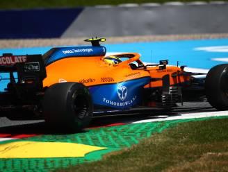McLaren-bolides rijden in Formule 1 met logo van Tomorrowland rond
