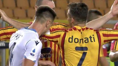 Suárez achterna: Lazio-verdediger weet geen blijf met frustraties en bijt in arm tegenstander