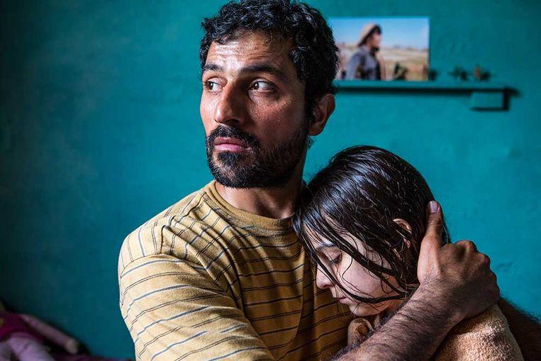 Feyyaz Duman vertolkt het hoofdpersonage  in 'Zagros', van regisseur Sahim Omar Kalifa. Een film over gekrenkte familie-eer en obsessionele jaloezie. Beeld Cinéart