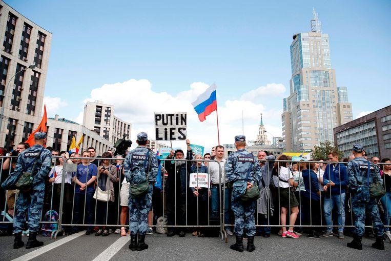 Meer dan 22 duizend demonstranten waren zaterdag op de been in Moskou om te demonstreren voor een eerlijk kiesproces.  Beeld AFP
