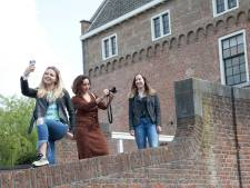 Influencers maken city- en foodtour door Woerden