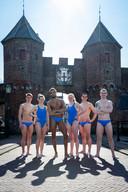 Zwemmers van ZPC uit Amersfoort na een proefduik voor Swim to Fight Cancer in de Eemhaven.