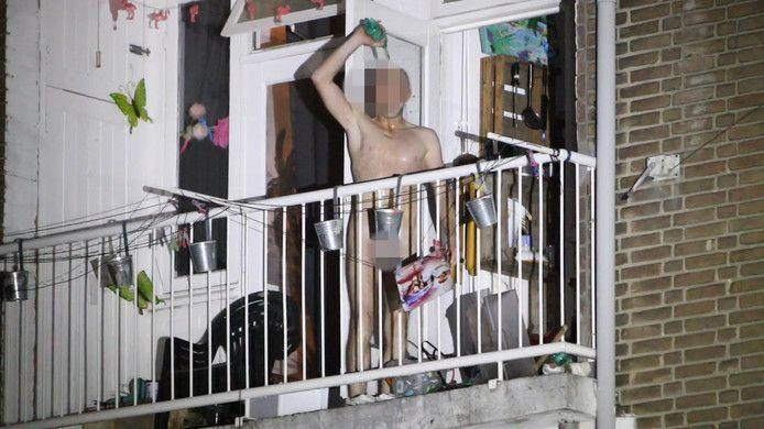 In de Werkhovenstraat in Den Haag drong een naakte verwarde man vorig jaar een huis binnen. Hij sloeg de boel kort en klein en speelde op een blokfluit. In het huis sloegen een moeder en haar dochter doodsangsten uit.