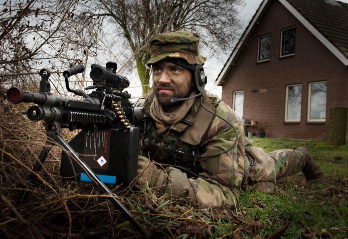 Militairen oefenen in Zoelmond.