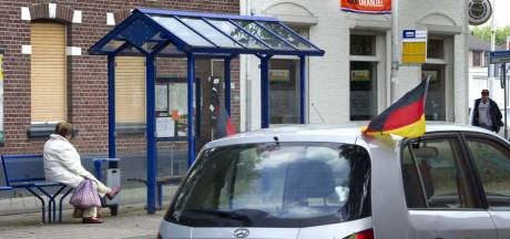 Banden van Duitse auto's lek gestoken