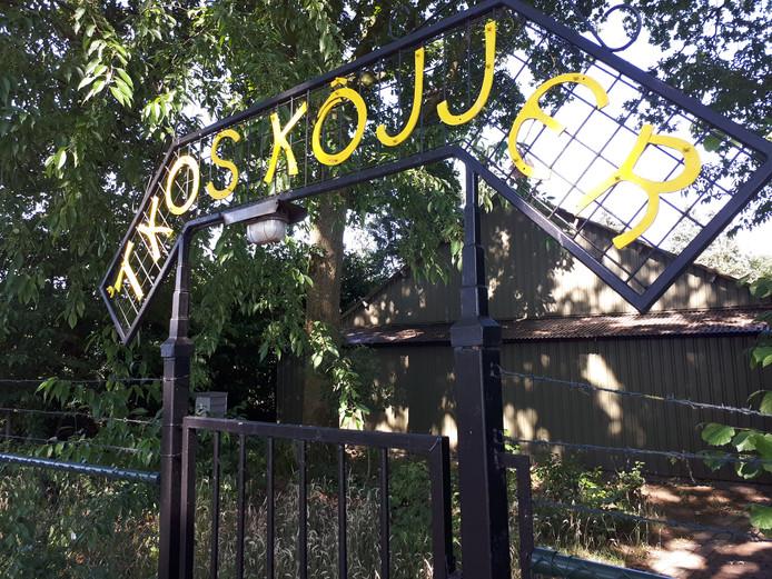De schietbaan aan de Zwarte Molenweg blijft de naam 't Kos Kôjjer dragen.