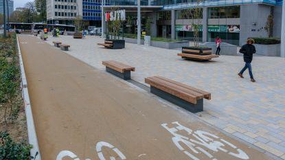 Esplanade en fietspad aan Madouplein