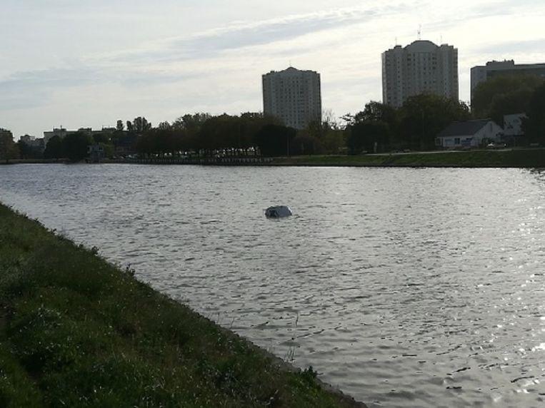 De wagen dreef in het midden van de Watersportbaan.