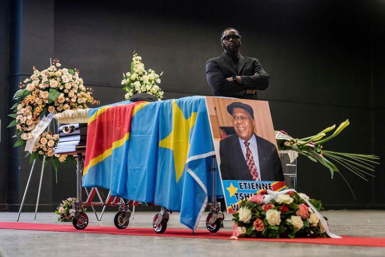 Het lichaam van de Congolese oppositieleider Etienne Tshisekedi wordt twee jaar na zijn dood gerepatrieerd naar Congo.  Beeld ap