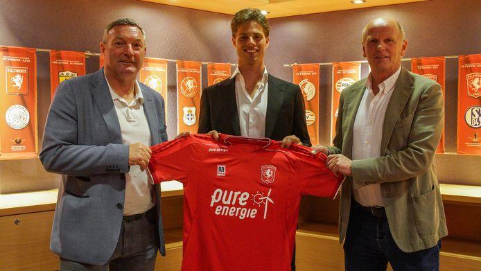 Kik Pierie met zijn nieuwe trainer Ron Jans en technisch directeur Jan Streuer