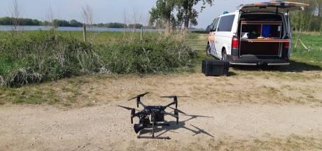 Politie controleert met drone boven Waalstrandjes op anderhalvemetermaatregel