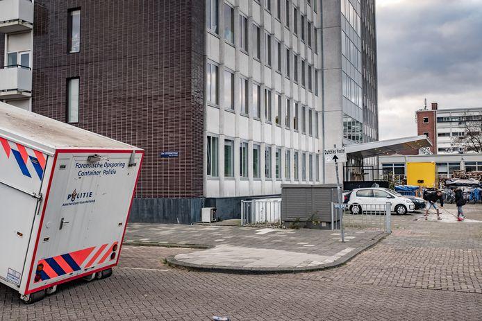 Voor het voormalige Elseviergebouw in de Kolenkitbuurt is in de nacht van 19 op 20 november de 29-jarige Pool Roman Szymczyk doodgestoken.