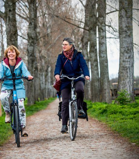 Eindelijk een fietsroute door het Hitland: langs ijsvogels, hazen en steenovens