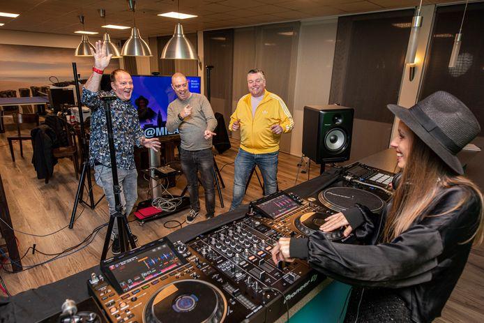 Dave Hipke, Pascal van Loon en Cor Fijneman slaan de handen ineen voor de plaatselijke horeca. Elke laatste zondag van de maand presenteren ze een live-stream onder de naam Sunday Up.