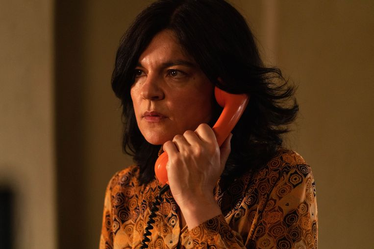 De moeder van Mitra wil de vrouw ontmaskeren die zij ervan verdenkt haar dochter te hebben verraden. Beeld