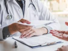 Des médecins anti-vaccin épinglés dans un reportage: ils proposaient de fausses attestations à leurs patients
