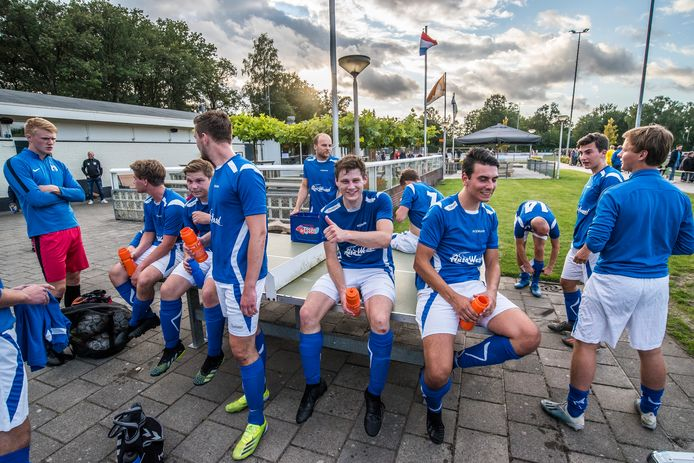 Lachende gezichten bij SV De Lutte. De ploeg is al heel lang ongeslagen.