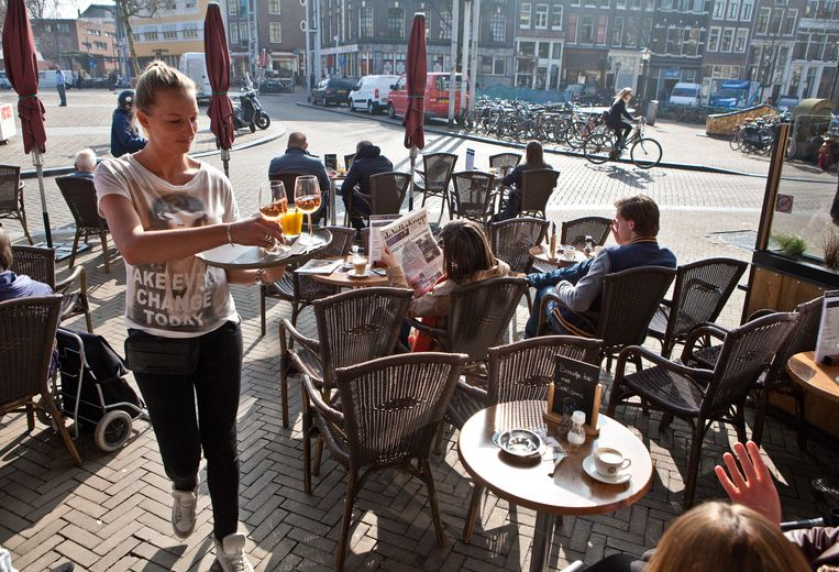 Nieuwmarkt is a lovely place to sit, but watch your toes  Beeld Floris Lok