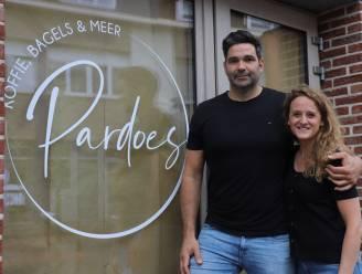 """Jerry (40) en Jessica (34) openen eerste koffie- en bagelbar van Galmaarden: """"Pardoes staat voor verse, gezonde en Belgische homemade lekkernijen"""""""