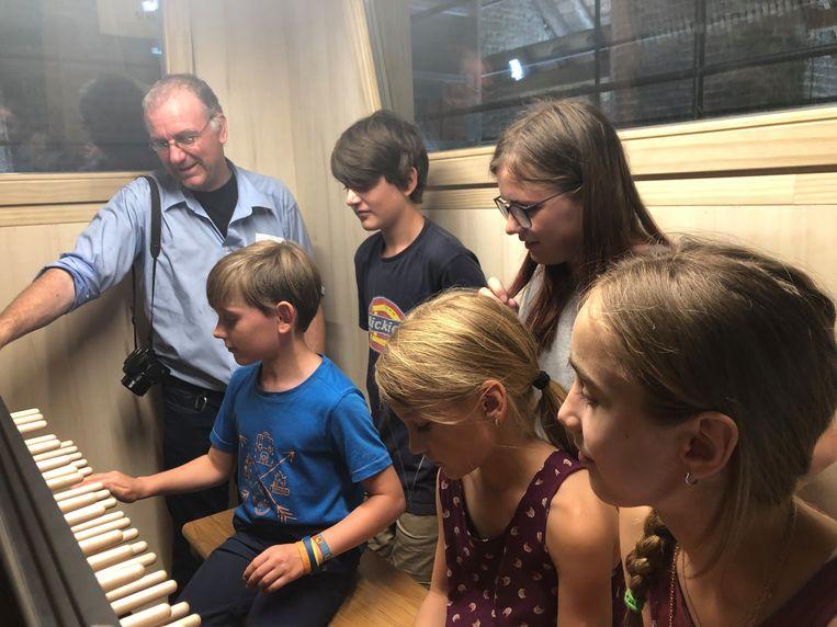 Jonge muzikanten kunnen ook komen kennismaken met de vredesbeiaard