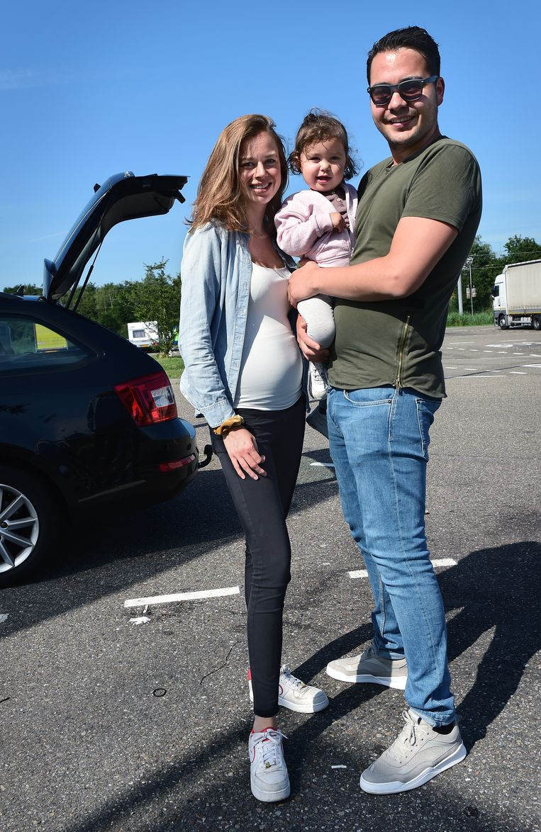Mitchell en Nikki Andriese en dochter Senna. Beeld Marcel van den Bergh