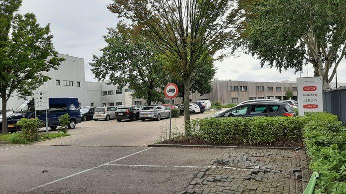 Bij Keter, fabrikant van kunststof tuinmeubelen, in Rijen brak maandagochtend brand uit.