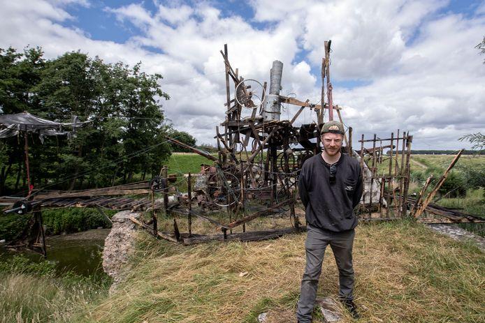 Kunstenaar Vince Donders uit Tilburg is helemaal happy met zijn plek op Fort Sabina.