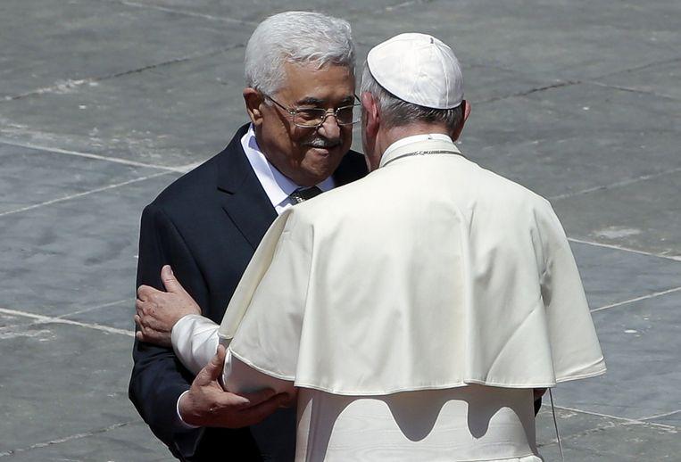 De Palestijnse president Mahmoud Abbas ontmoet paus Franciscus in Rome. Beeld ap