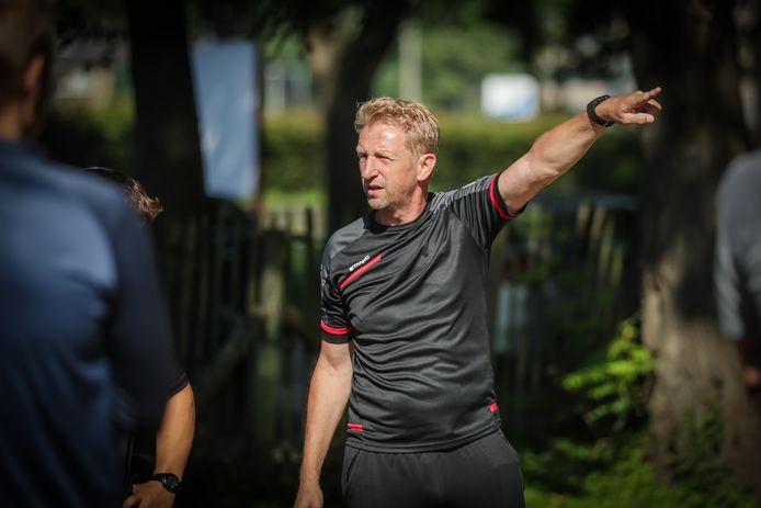 """Alain Peetermans wil met zijn team bovenin meedraaien: """"We willen ons niet wegsteken, maar een promotie krijg je niet op bestelling."""""""
