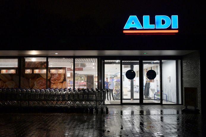 Minderjarigen bedreigen personeel van de Aldi in Tilburg met een mes bij overval