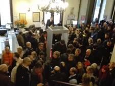 Scène de révolte dans le hall de l'hôtel de ville de Bruxelles