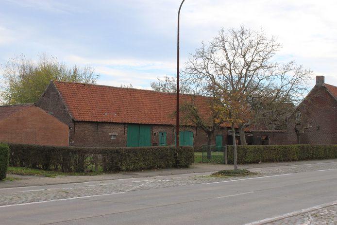 Onder andere deze oude hoeve in de Lostraat zou verdwijnen en plaats maken voor de Lidl in Aalter.