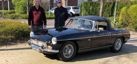Autofanaat wacht op de gouden tip: wat is het verhaal achter zijn oude cabrio?