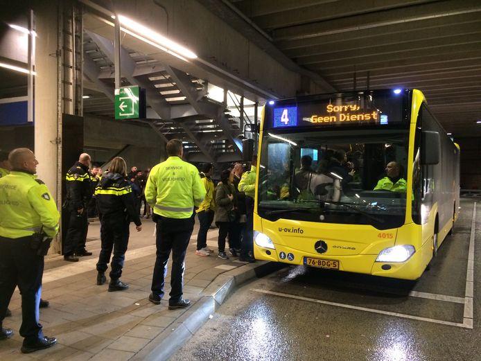 De politie heeft bussen ingezet.