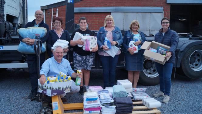 """HELPENDE HANDEN. Vriendengroep uit Meulebeke vult vrachtwagen met hulpgoederen voor Ardennen: """"We willen zélf de spullen uitdelen aan slachtoffers"""""""
