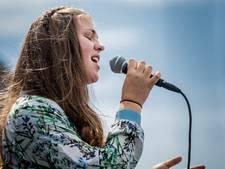 Voice winnares Iris gehuldigd in Zeewolde