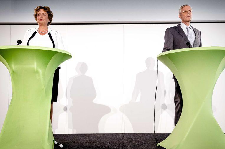 Voorzitter van de evaluatiecommissie, Liesbeth Spies, en interim partijvoorzitter Marnix van Rij (R) tijdens de persconferentie. Commissie-Spies presenteert het rapport met de bevindingen over het CDA rondom de Tweede Kamerverkiezingen. Beeld ANP