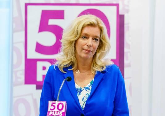 Liane de Haan tijdens een persconferentie van 50Plus. De voormalig directeur van ouderenbond ANBO keert 50Plus nu de rug toe.