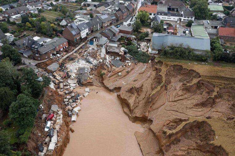 Door overstroming verwoest gebied bij Erfstadt in Duitsland op 16 juli. Beeld AFP