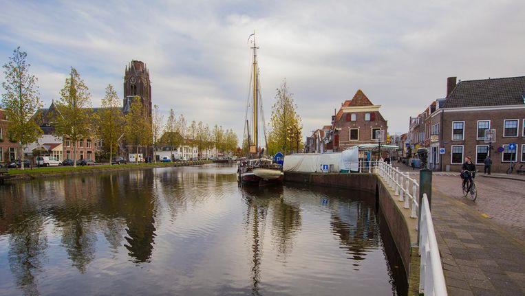 Weesp, stadje aan de Vecht, kan niet zelfstandig blijven en moet een fusiepartner kiezen Beeld Maarten Brante