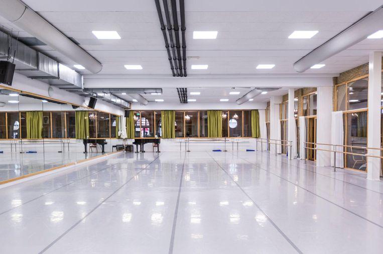 Overdag repeteert De Nationale Ballet Academie in de dansstudio's in de voormalige kerk Beeld Eva Plevier
