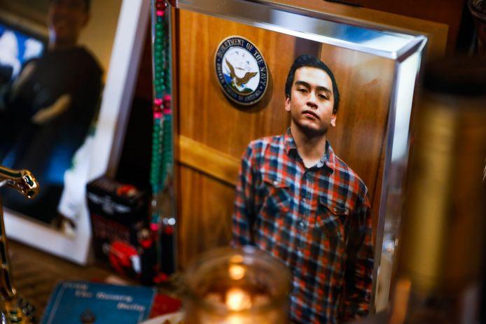 Portrait d'Angelo Quinto, vétéran de la Navy, posé à son domicile d'Antioch, en Californie