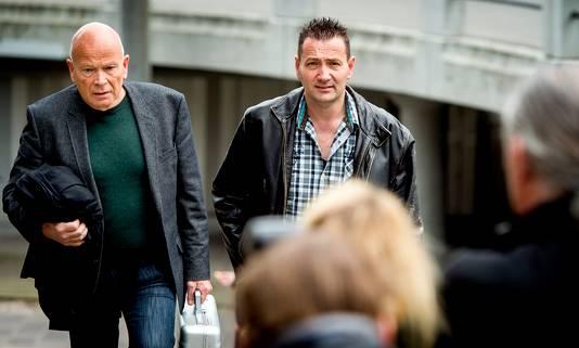 2016-04-05 12:08:07 AMSTERDAM - Arrold van den Hurk (R) komt samen met zijn advocaat Peter Plasman aan bij de rechtbank. ANP KOEN VAN WEEL