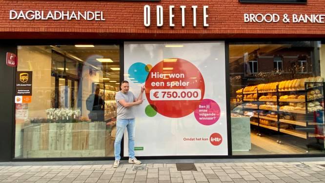 """Bij Bart (44) van dagbladhandel Odette ligt uw kans op Lottowinst opmerkelijk hoger: """"Winnaar van 750.000 euro is de zesde grote pot uit mijn carrière"""""""